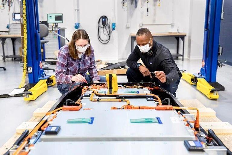 Ford spending $185 million to build EV battery lab