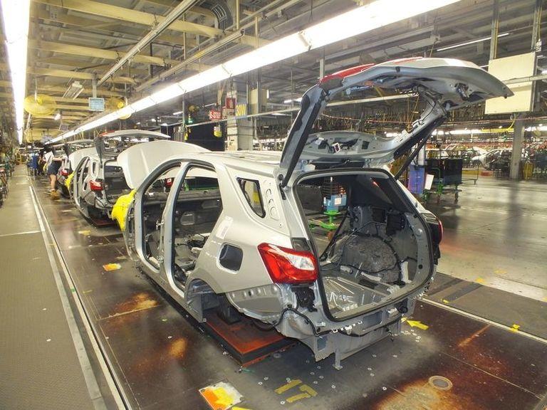 GM Canada mulls summer shutdown as U.S. plants get shorter breaks