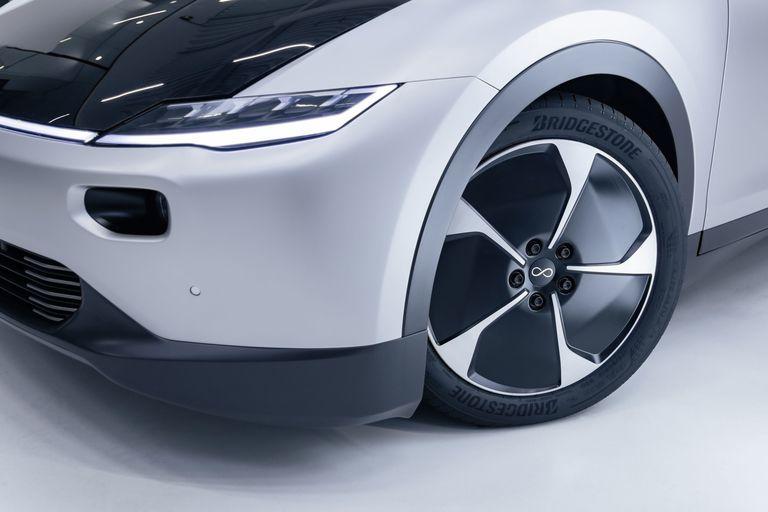 Bridgestone develops new EV tire for solar powered vehicle